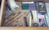 Dailininko A.Žmuidzinavičiaus asmeniniai daiktai, kuriuos muziejui padovanojo jo artimieji.