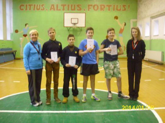 Kūno kultūros mokytoja - Asta B.,Emilis Maslauskas, Linas Rutkauskas, Martynas Daugėla, Aurimas Kubilius, kūno kultūros mokytoja Jūratė G.