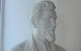 Skulptoriaus Roberto Antinio (tėvo) 1945 m. sukurtas A.Žmuidzinavičiaus biustas.